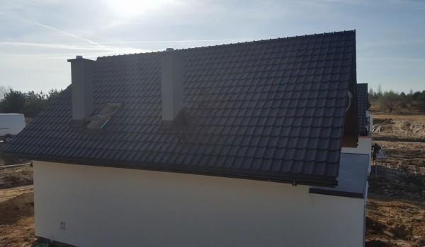 Dachy domów jednorodzinnych w budowie 9