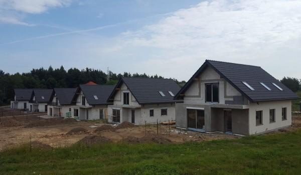 Dachy domów jednorodzinnych w budowie 5