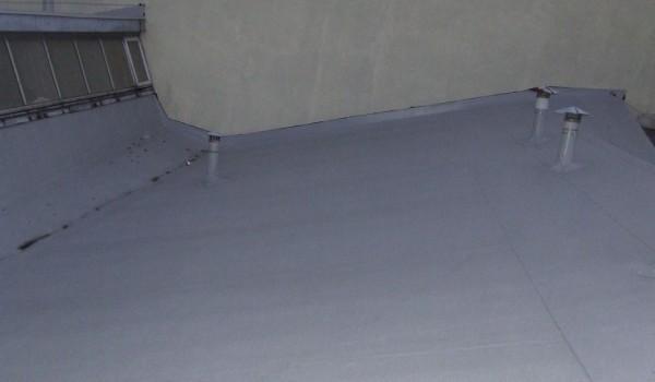 Wykończenie dachu przemysłowego