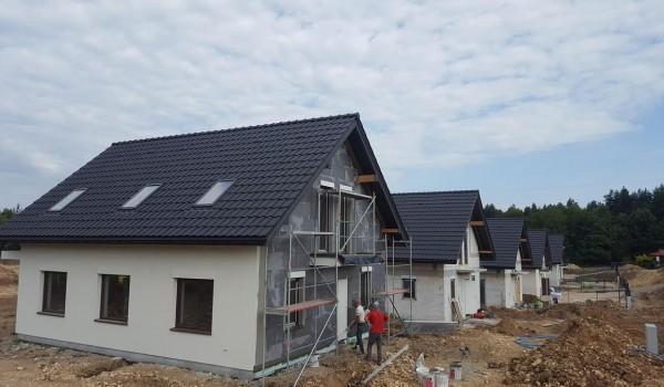 Dachy domów jednorodzinnych w budowie 4
