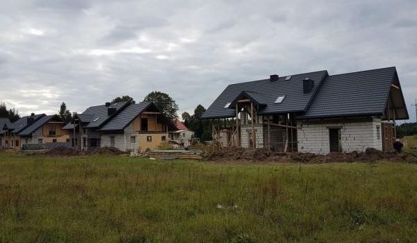 Dachy domów jednorodzinnych w budowie 2