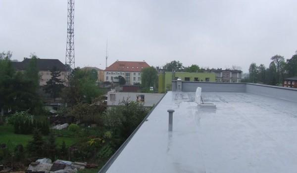 Dach z wywietrznikami i rynną