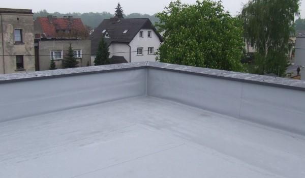 Łączenie dachu budynku