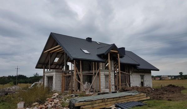 Dach domu jednorodzinnego w budowie 3