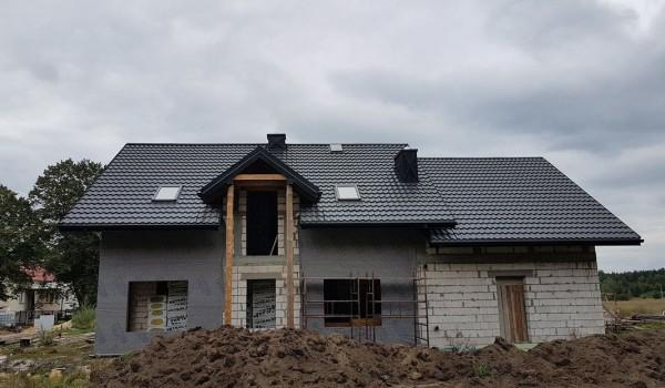 Dach domu jednorodzinnego w budowie