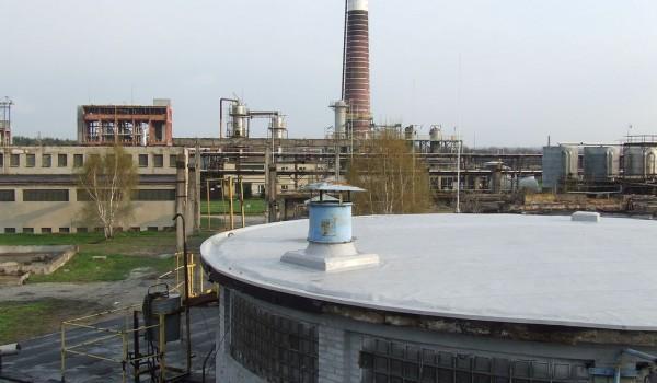 Dach z wywietrznikami przy fabryce
